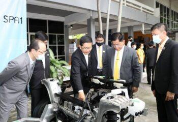 EA หนุน การศึกษา มอบ.ต้นแบบรถยานยนต์ไฟฟ้าเพื่อให้ศึกษาและพัฒนา นวัตกรรมให้กับด้านการศึกษา (ชมคลิป)